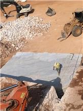 /picture201511/Quarry/201912/165994/gaudi-white-marble-tobali-quarry-quarry1-6783B.JPG