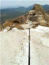 /picture201511/Quarry/20193/157307/omani-royal-cream-marble-white-vera-marble-quarry-quarry1-6223B.JPG