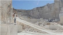 /picture201511/Quarry/20193/157314/crema-santarem-algarve-cream-limestone-quarry-quarry1-6226B.JPG