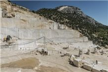 /picture201511/Quarry/20193/80436/crema-magna-marble-quarry-quarry1-6158B.JPG