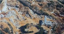 /picture201511/Quarry/20193/86971/garda-crema-marble-quarry-quarry1-6182B.JPG
