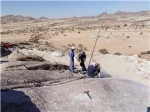 /picture201511/Quarry/20196/129413/desert-saudi-bianco-cristal-white-granite-quarry-quarry1-6405B.JPG