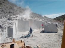 /picture201511/Quarry/202010/69631/black-calacatta-marble-quarry-quarry1-6234B.JPG