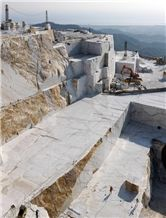 /picture201511/suppliers/201512/67865/calacatta-gold-marble-quarry-quarry1-3884B.JPG