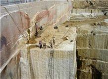 /picture201511/suppliers/20162/127299/kashmir-white-granite-quarry-quarry1-4039B.JPG