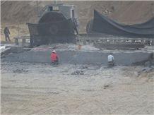 /picture201511/suppliers/20168/132263/new-jet-mist-granite-china-via-lactea-granite-quarry-quarry1-4447B.JPG