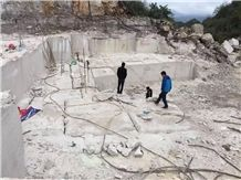 /picture201511/suppliers/20169/113022/white-wooden-marble-quarry-quarry1-4507B.JPG