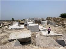 /Picture2021/20214/Quarry/172873/juparana-gold-granite-new-raw-silk-granite-quarry-quarry1-7267B.JPG